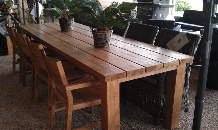 Teak tuintafel denpasar is een teakhouten tafel van planken van