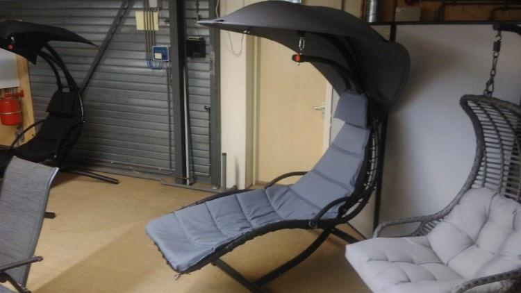 Hangstoel Met Parasol.Tuinmeubelen Opruiming Uitverkoop Leegverkoop Hangstoel Open Met